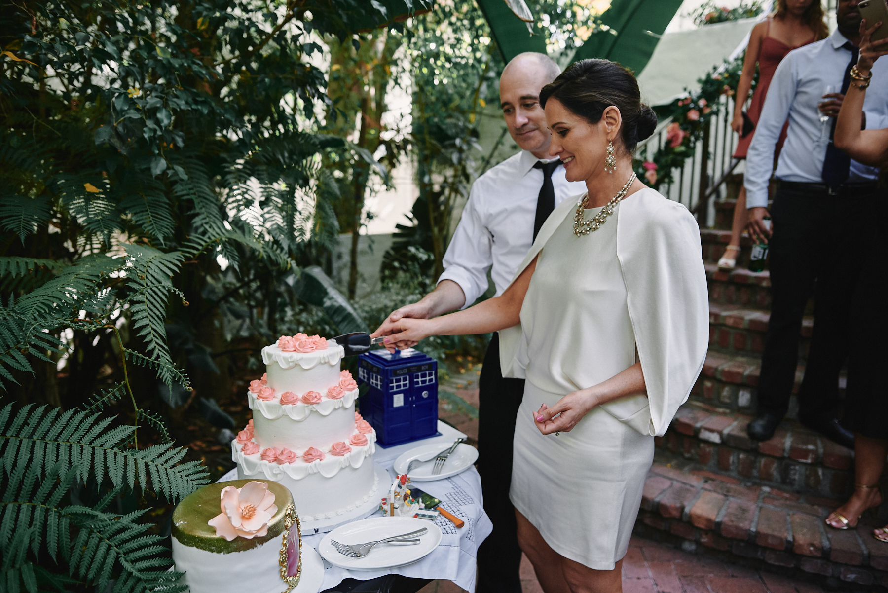 Sunset Marquis wedding cake cutting