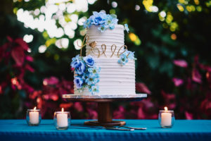 Hartley Botanica wedding cake outdoors