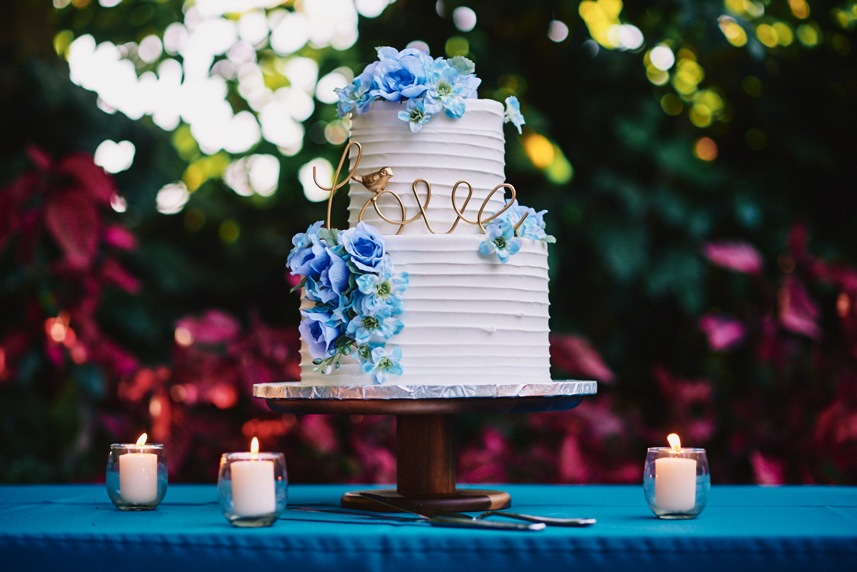 Hartley Botanica wedding cake outdoors