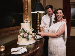 Riviera Mansion wedding cake cautting